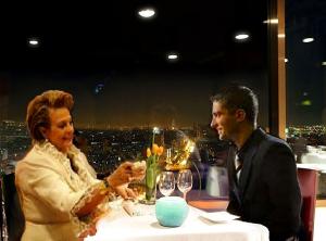 Cenando con mama